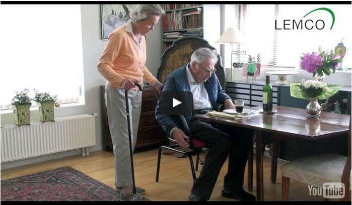 Smart stol til ældre der hjælper ind til bordet. Stolen er også velegnet til gangbesværede