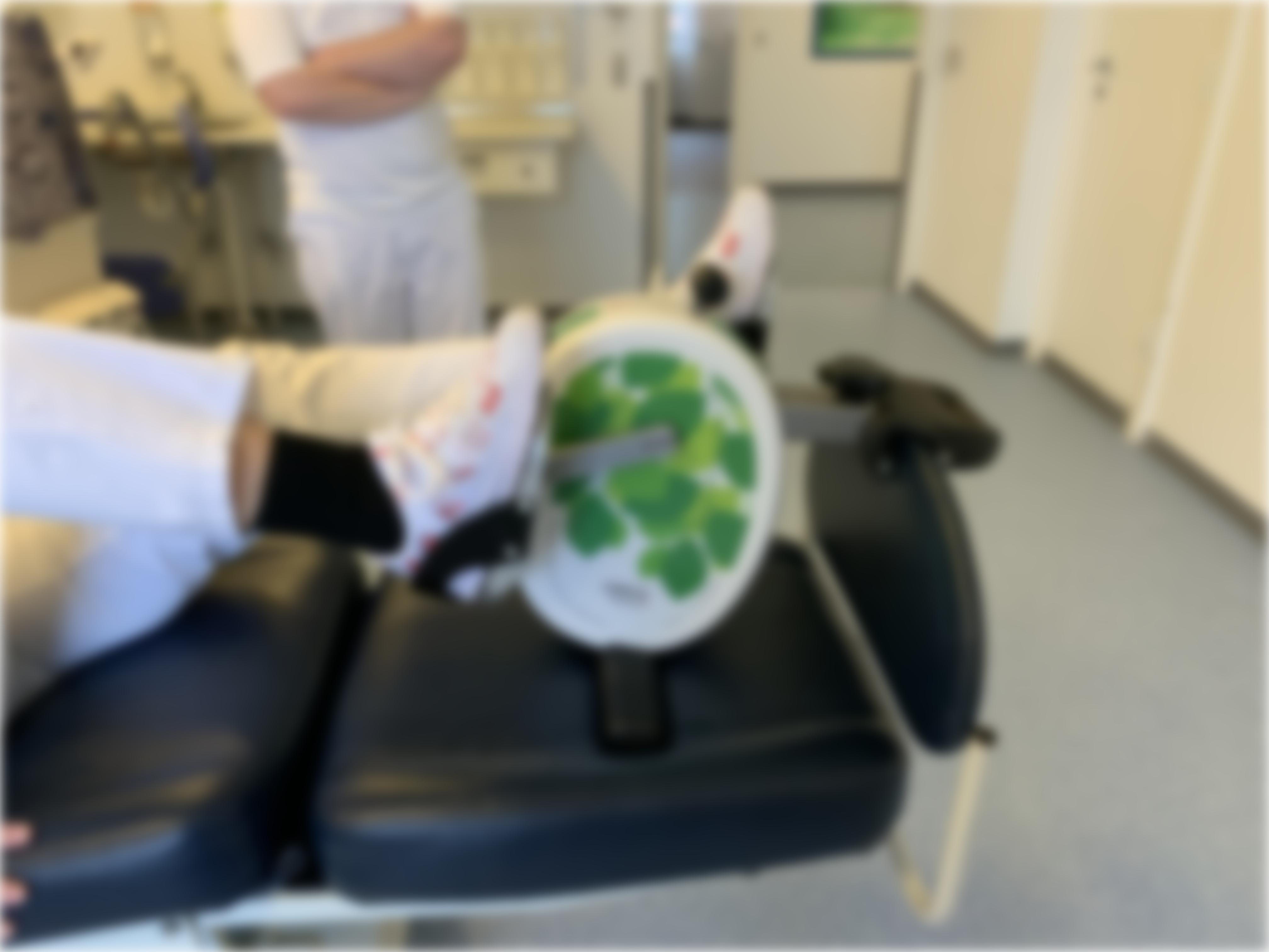 pédalier d´entraînement pour lit hospitallier.