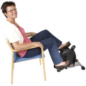 Pedaltræner med specialpedaler til stol