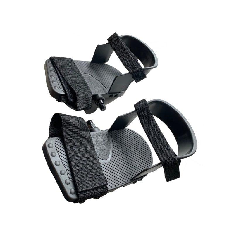 Pedals with heel rest / Heel support
